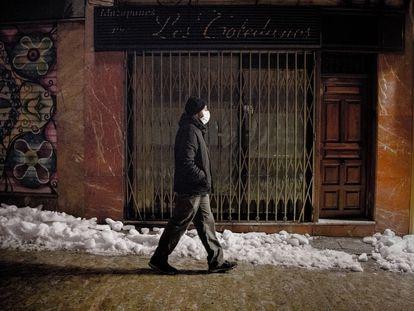 Una tienda cerrada en Toledo, Castilla-La Mancha, este lunes.