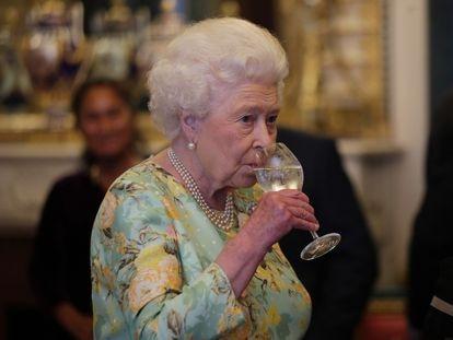 Isabel II, en una recepción en Londres en julio de 2017.