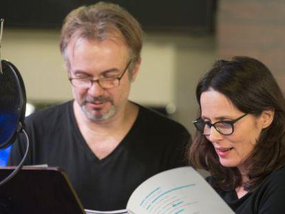 Tristán Ulloa y Aitana Sánchez Gijón, en plena grabación.