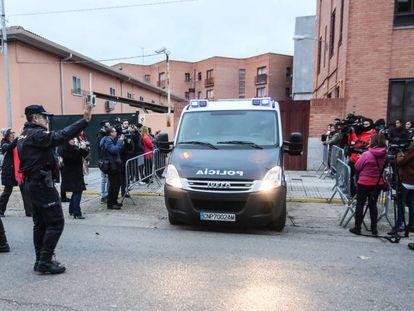 Salida de los futbolistas detenidos de los juzgado de Aranda de Duero