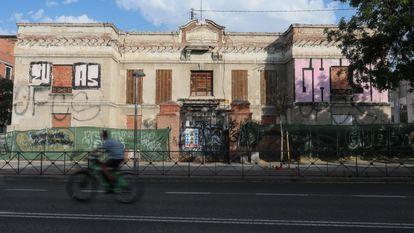 Edificio de la antigua Fundación Goicoechea e Isusi, en la calle General Ricardos de Carabanchel.