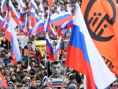 Marcha en la memoria de Boris Nemtsov, opositor asesinado en 2015, este domingo en Moscú. En vídeo, así fue la manifestación en Moscú.