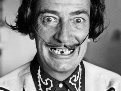 Salvador Dalí, en su casa de Port Lligat en 1956