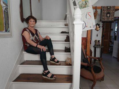 Berta Brusilovsky, arquitecta, urbanista y pionera en accesibilidad cognitiva, posando en su domicilio.