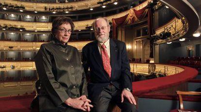 Annie Proulx y Charles Wuorinen, escritora y compositor de 'Brokeback Mountain', en el Teatro Real de Madrid.