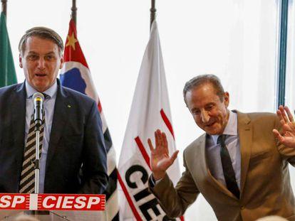 Bolsonaro con el presidente de la patronal de São Paulo, Paulo Skaf, este lunes.