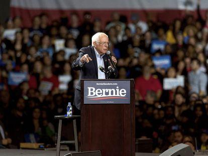 Bernie Sanders durante un mitin en Los Ángeles.