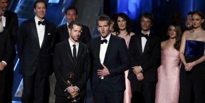 D.B. Weiss y David Benioff recogen el premio por 'Juego de Tronos'.