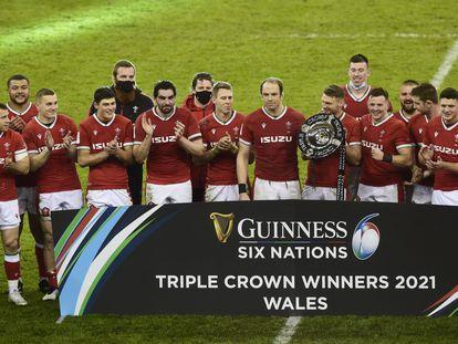 Los jugadores de Gales celebran la Triple Corona en el Seis Naciones este sábado en Cardiff.