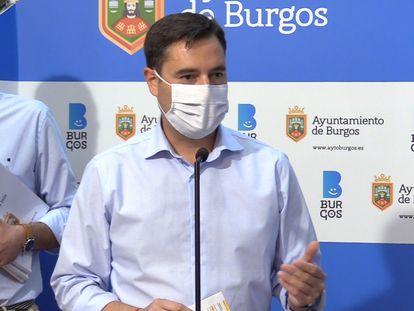 Daniel de la Rosa, alcalde de Burgos, atiende a los medios el pasado mes de septiembre.