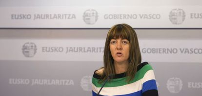 La portavoz del Ejecutivo vasco, Idoia Mendia, en la rueda de prensa tras la reunión semanal del Consejo de Gobierno, hoy en Vitoria.