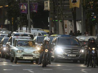 Tráfico en la calle Aragó de Barcelona.