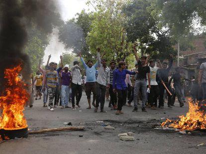 Protesta de los miembros de la casta de los 'intocables' en Ahmedabad (India) este lunes.