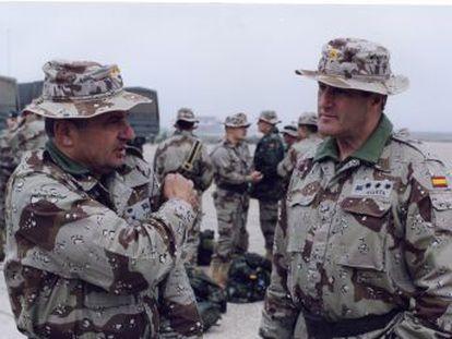 Abascal ficha a militares para que se identifique a Vox con los valores del Ejército. El riesgo es que se identifique al Ejército con las ideas de Vox