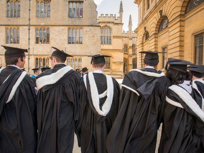 Graduación de estudiantes en la universidad británica de Oxford, en Reino Unido.