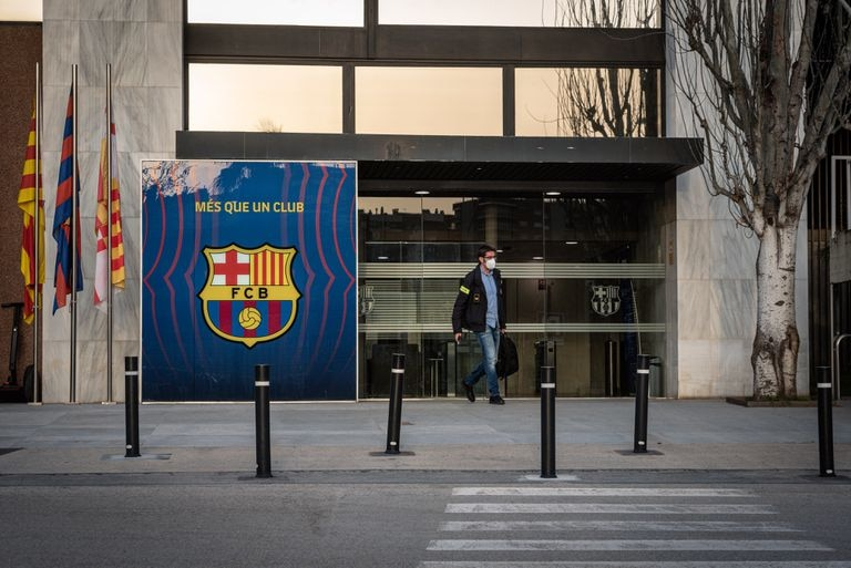 Registrations at the Barça offices.
