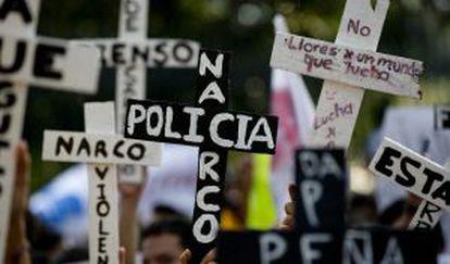 Estudiantes marchan por el centro de la Ciudad de México.