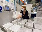 BRUSSELS, BELGIUM, Monday, 22FEB21.Visita del comisario de mercado interior y jefe del task force Vaccins de la Comisión Europea a la factoría de vacunas contra la Covid19 Pfizer en Puurs, Bélgica. Photo Delmi ALVAREZ.