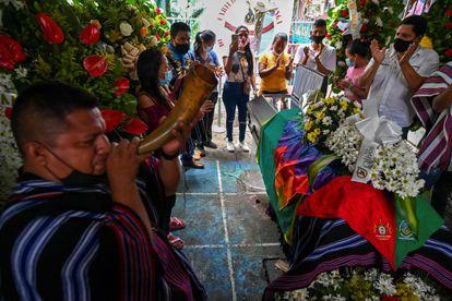 El funeral de Sebastián Jacanamijoy, líder indígena asesinado el viernes durante las protestas en Cali (Colombia).