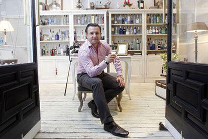 Adam Plecha, el copropietario de la tienda club que regenta en la calle del Pez.