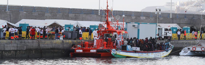 Salvamento Marítimo rescata al sur de Gran Canaria un cayuco con 129 personas.