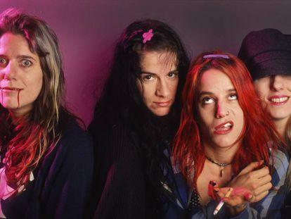 Donita Sparks, Suzi Gardner, Jennifer Finch, Demetra Plakas, del grupo L7, en Bélgica en 1992.