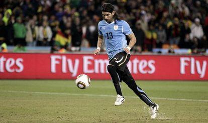 Abreu lanza el último penalti de Uruguay ante Ghana en los cuartos de final del Mundial de 2010.