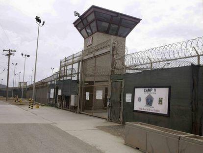 La entrada, en 2014, de uno de los campos de detención en Guantánamo