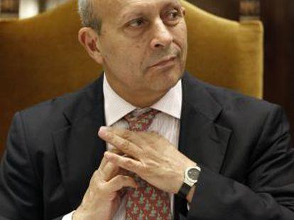 El ministro Wert durante una reunión con los rectores en julio.