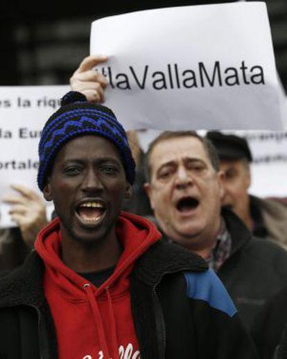 Concentración convocada por SOS-Racismo el pasado día 8 de febrero por la muerte de al menos 15 subsaharianos que intentaban entrar en Ceuta.