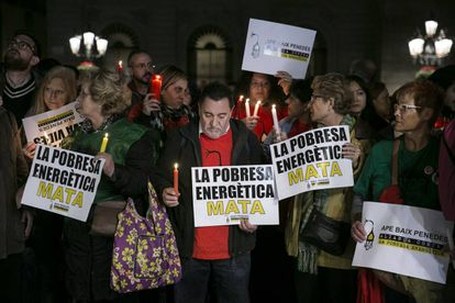 Manifestación contra la pobreza energética en la plaza Sant Jaume de Barcelona en febrero de 2020.