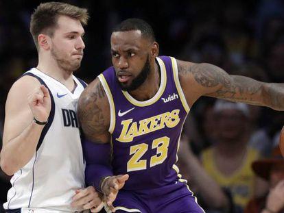Luka Doncic y LeBron James, en un Dallas-Lakers.
