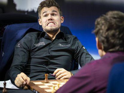 Magnus Carlsen, durante una partida contra Aronián en el torneo de Zagreb 2019, correspondiente al Grand Chess Tour