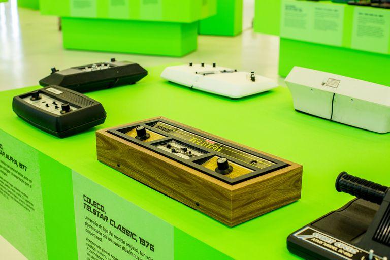 La exposición 'Consolas, democratizar la imagen digital 1972–2003'.
