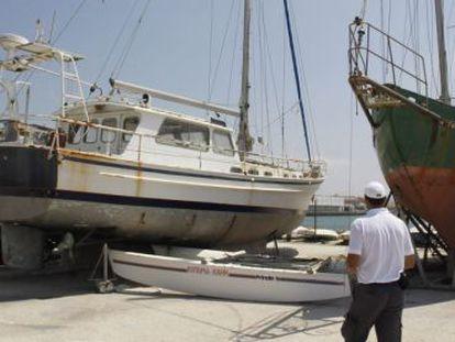 Una de las embarcaciones subastadas en el puerto gaditano de Barbate.