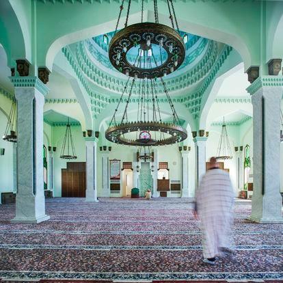 La mezquita Ibrahim-al-Ibrahim está situada frente a Marruecos, en el extremo sur del Peñón. Financiada por las monarquías del Golfo Pérsico, durante la pandemia se ha mantenido abierta solo en las horas del rezo.