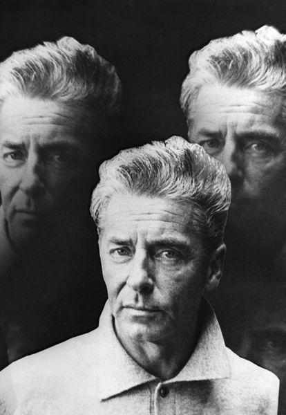 Collage publicitario de Herbert Von Karajan, un conductor de orquesta que alcanzó fama de estrella del rock, en 1970.
