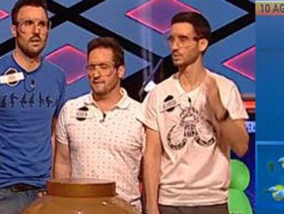 A la izquierda, los concursantes de 'Boom'. A la derecha, Himar González.