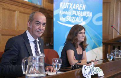 Garitano y Franco, durante la presentación de la propuesta de la Diputación de Gipuzkoa sobre Kutxa.