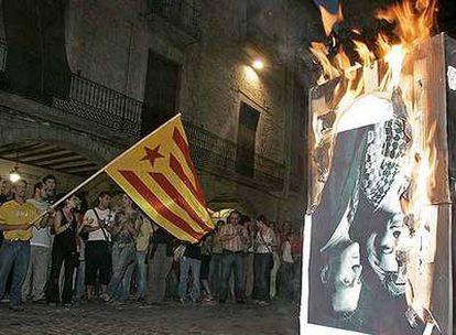 La manifestación en la plaza del Ayuntamiento de Girona