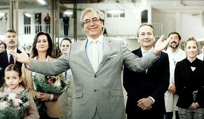 Javier Bardem, en el centro, en 'El buen patrón'.