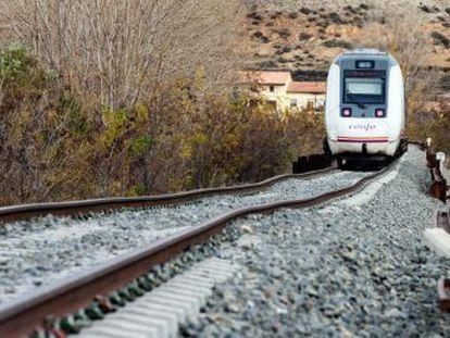 La inversión en líneas de alta velocidad quintuplica a la de la red tradicional ferroviaria en la última década