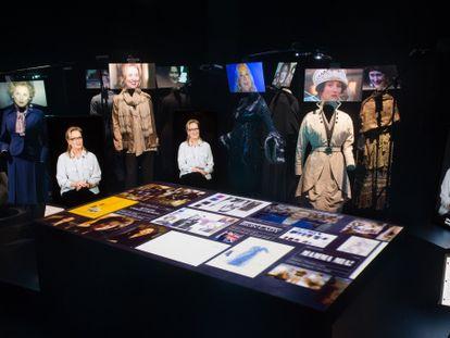 La presencia virtual de Meryl Streep explica algunos de sus trajes expuestos.
