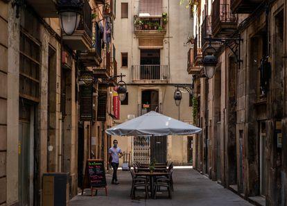Vista de una terraza vacía en el centro de Barcelona el pasado mes de julio.