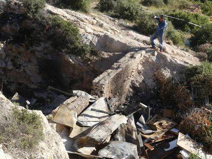 Cueva en el paraje de La Molineta, en el barrio de Los Ángeles de Almería, donde murieron tres jóvenes.