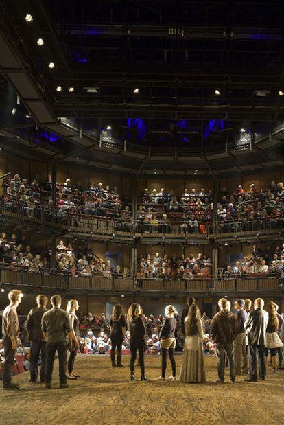 La Royal Shakespeare Company en una representación en su teatro, en Stratford-upon-Avon.