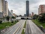 Las avenidas principales de la ciudad completamente despejadas el d'a 20 de marzo de 2020. En la ciudad de Bogot‡, Colombia. Colombia se somete a una cuarentena general para frenar la propagaci—n del coronavirus. El simulacro que ya est‡ en marcha en Bogot‡ y otras ciudades del pa's a lo largo de este fin de semana se extender‡ a todo el territorio hasta el pr—ximo 13 de abril. ÒAplicaremos un aislamiento preventivo obligatorio para todos los colombianosÓ, anunci— la noche de este viernes el presidente Iv‡n Duque.