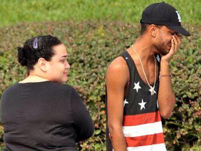 50 muertos y 53 heridos en el ataque a tiros en un club gay de Florida. El agresor, muerto en un enfrentamiento con la policía, irrumpió en el local de Orlando y se atrincheró con rehenes. Varios medios identifican al atacante como Omar Siddique Mateen