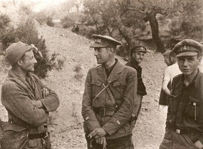 El brigadista británico Humphrey Slater, en el centro de la imagen.
