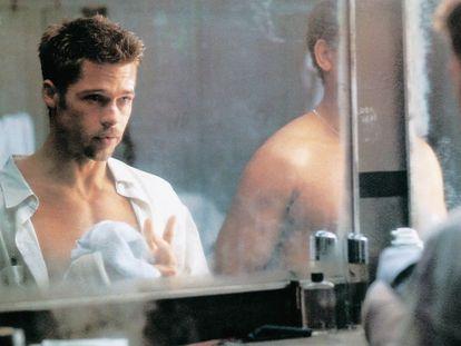 Brad Pitt, con 32 años, preparándose para la batalla.